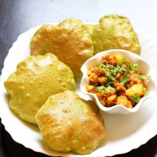 Palak Puri | Spinach Puri Recipe