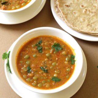 Peas Kurma Recipe | Chapati, Poori Side Dish