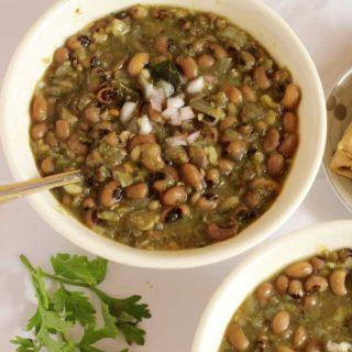 blackeyed peas gravy-yummy
