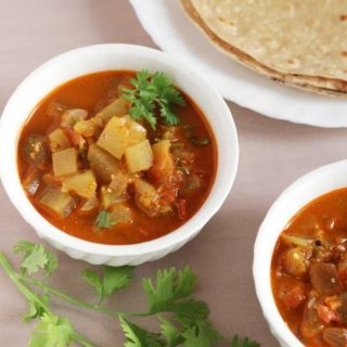 Bottle Gourd Gravy | Easy Chapati Side Dish